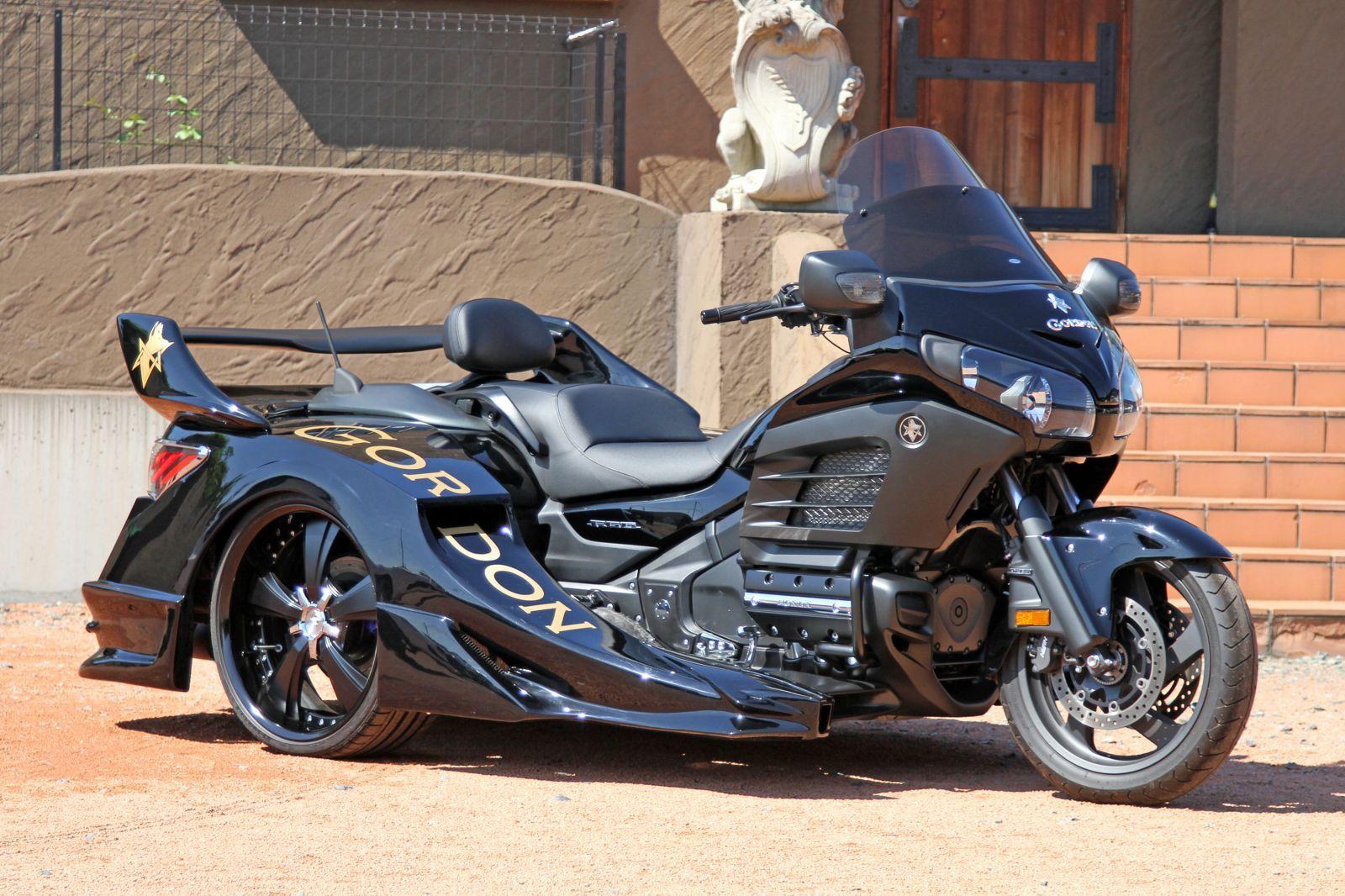 le trike le tricycle pour grandes personnes moto scooter motos d 39 occasion. Black Bedroom Furniture Sets. Home Design Ideas