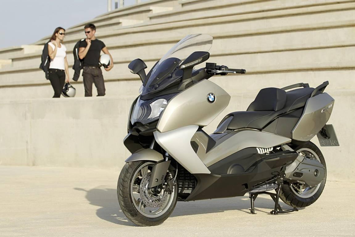 pour acheter une moto d 39 occasion il faut rencontrer le vendeur moto scooter motos d 39 occasion. Black Bedroom Furniture Sets. Home Design Ideas