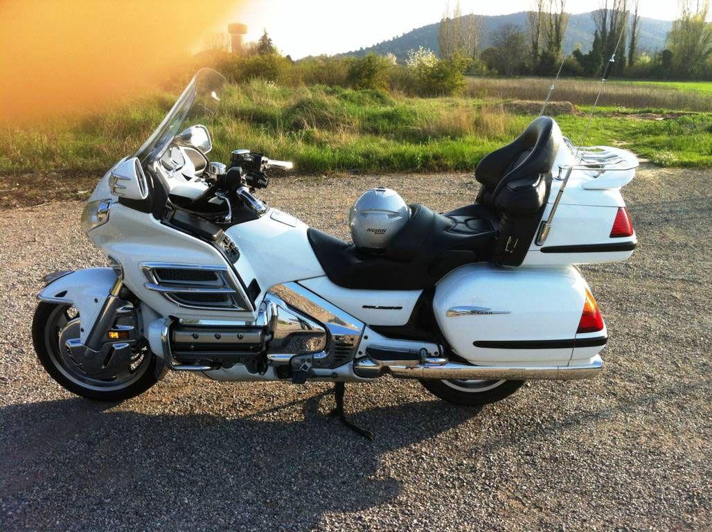 vend honda 1800 goldwing blanche de 2002 alpes maritimes moto scooter motos d 39 occasion. Black Bedroom Furniture Sets. Home Design Ideas