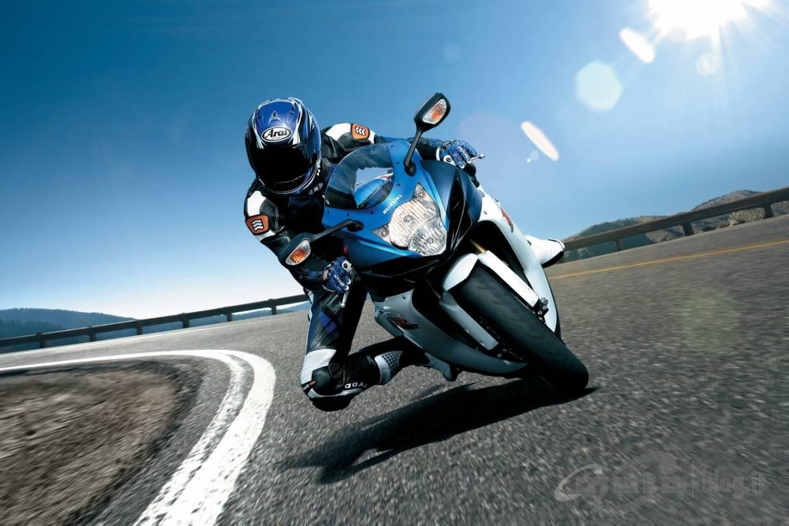 concessionnaire moto suzuki aix en provence mega moto moto scooter motos d 39 occasion. Black Bedroom Furniture Sets. Home Design Ideas