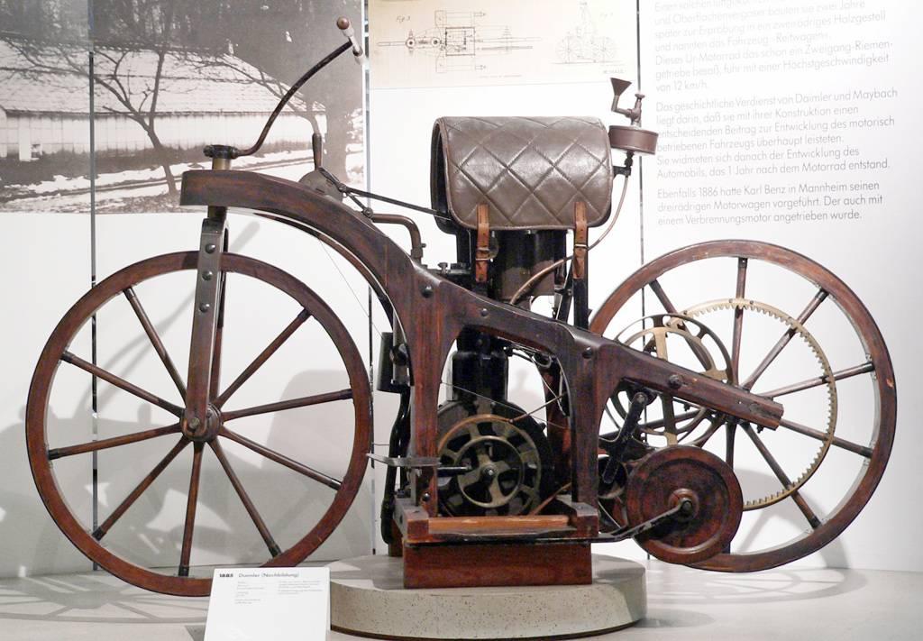 histoire et origine de la moto depuis le premier brevet en. Black Bedroom Furniture Sets. Home Design Ideas