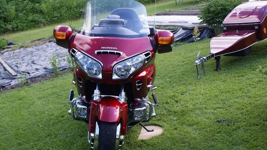 honda gl 1800 goldwing 2003 remorque vendre sur pau moto scooter motos d 39 occasion. Black Bedroom Furniture Sets. Home Design Ideas