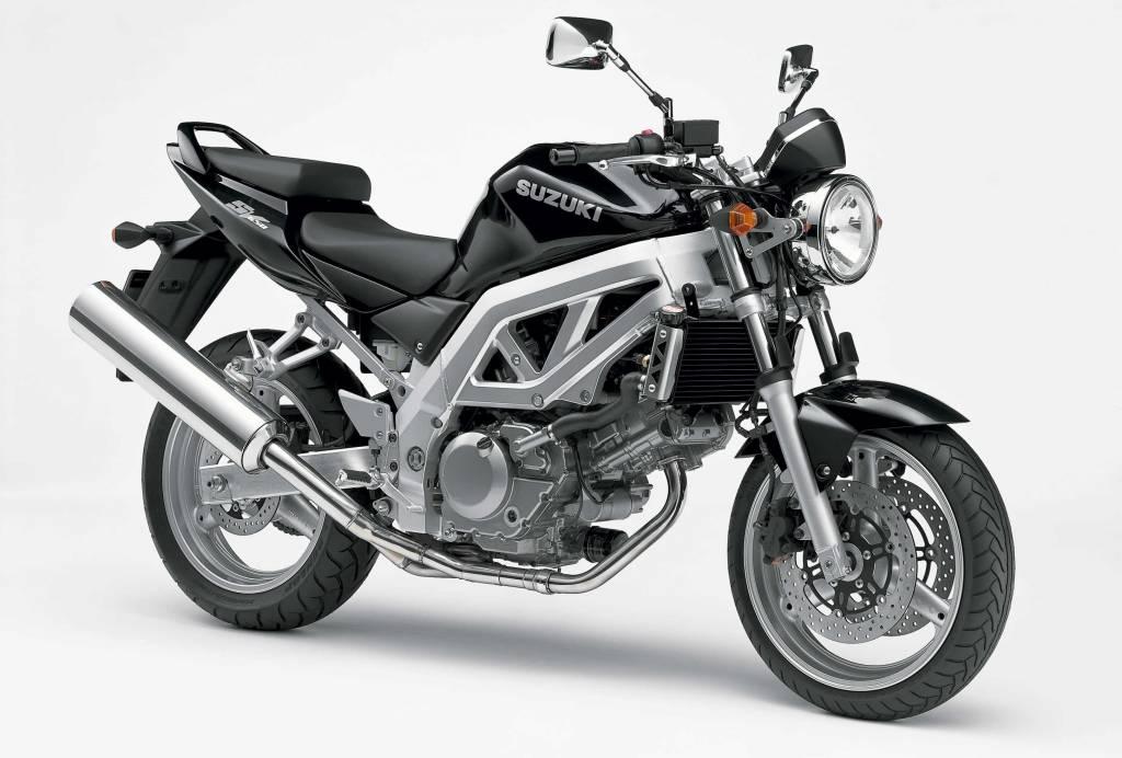 roadster moto sportive qui fait l 39 conomie de car nage moto scooter motos d 39 occasion. Black Bedroom Furniture Sets. Home Design Ideas