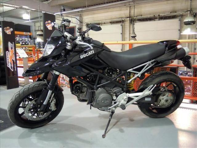 ducati hypermotard 1100 d 39 occasion dispo dans le 77 moto scooter motos d 39 occasion. Black Bedroom Furniture Sets. Home Design Ideas