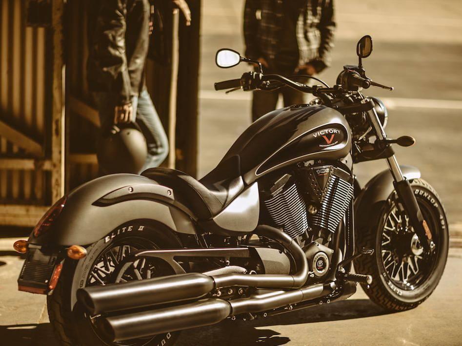 photo moto custom gunner de la marque victory moto scooter motos d 39 occasion. Black Bedroom Furniture Sets. Home Design Ideas