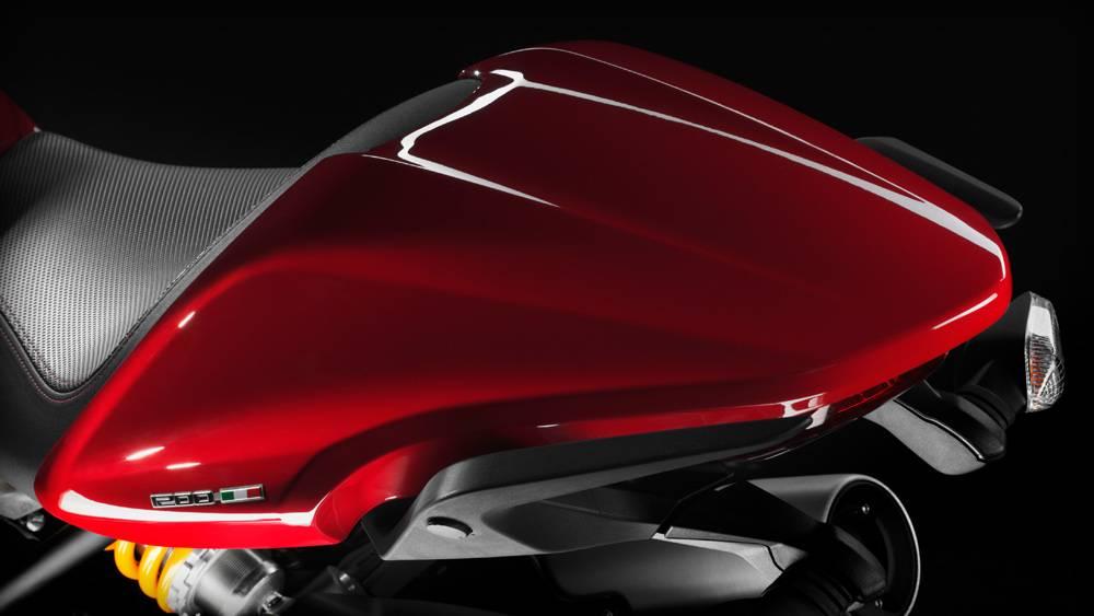 Photo ducati monster 1200 nouveaut moto scooter for Garage bmw moto aix en provence