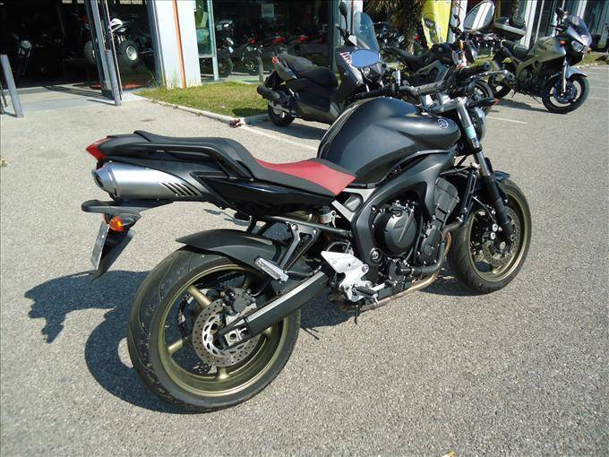 yamaha fz6 fazer naked s2 d 39 occasion sur aubagne 13 moto scooter motos d 39 occasion. Black Bedroom Furniture Sets. Home Design Ideas