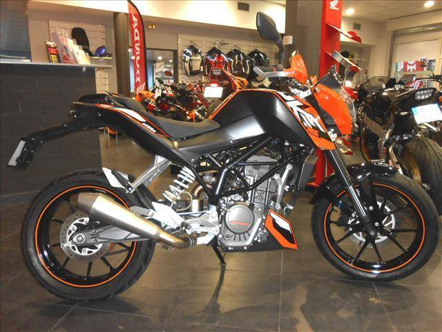 ktm duke d 39 occasion vendre en paca moto scooter marseille occasion moto. Black Bedroom Furniture Sets. Home Design Ideas