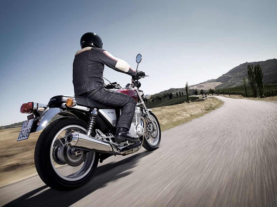 moto roadster vintage honda cb1100 moto scooter marseille occasion moto. Black Bedroom Furniture Sets. Home Design Ideas