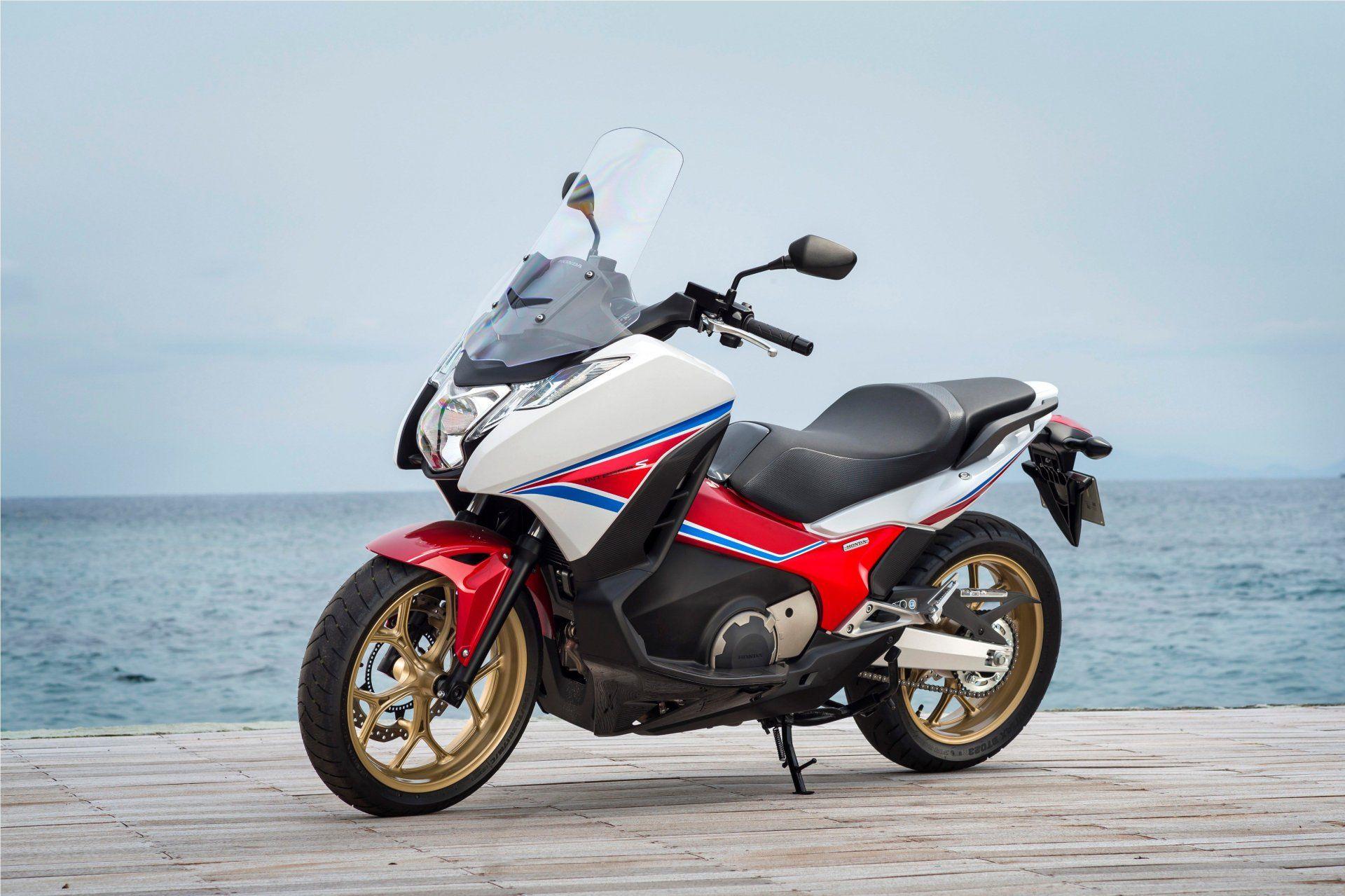 concessionnaire deux roues honda manosque chromat moto moto scooter motos d 39 occasion. Black Bedroom Furniture Sets. Home Design Ideas