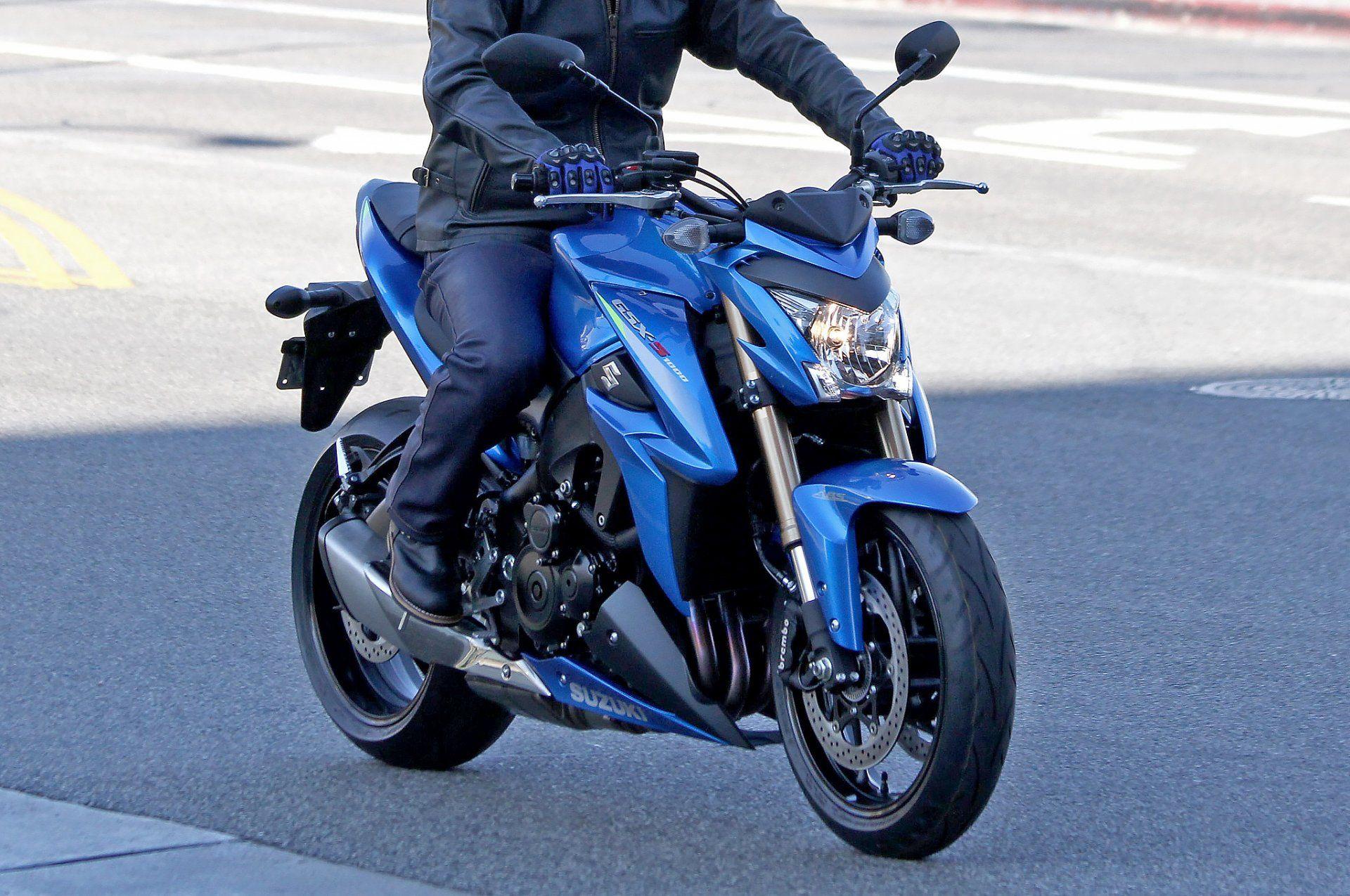 les conseils pour choisir son cole et passer son permis moto moto scooter motos d 39 occasion. Black Bedroom Furniture Sets. Home Design Ideas