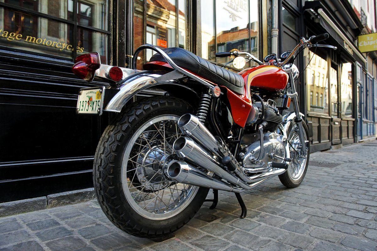 Moto l gendaire la triumph hurricane 1973 moto scooter for Shop moto salon de provence