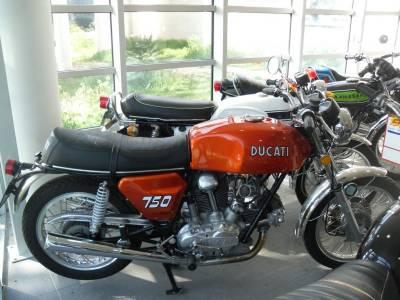 la ducati 750 gt de 1972 une moto historique moto scooter marseille occasion moto. Black Bedroom Furniture Sets. Home Design Ideas
